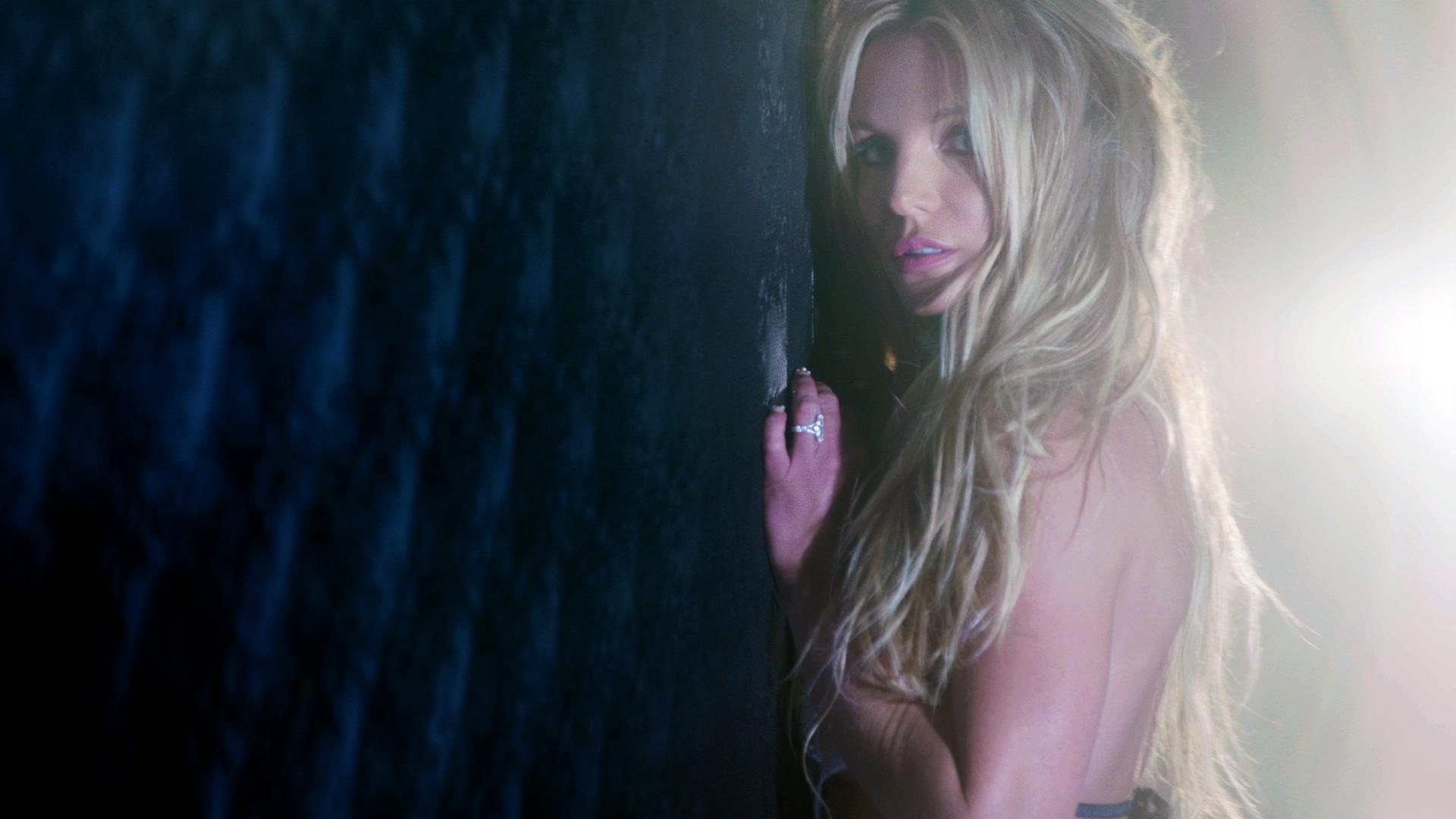 Britney Spears habla del éxito de Mood Ring en su lanzamiento sorpresa